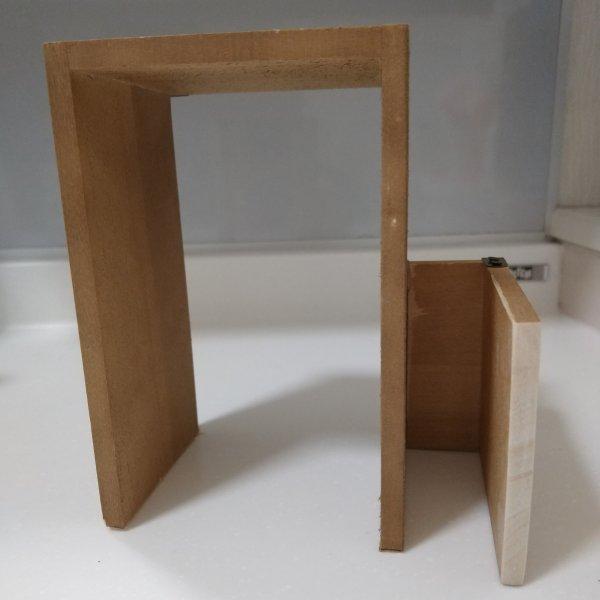 木製ウォールシェルフを組み立て