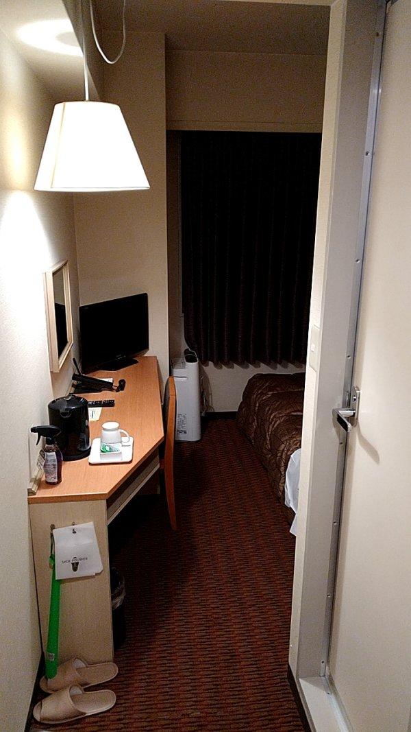 博多グリーンホテル2号館の館内と部屋を写真で紹介-部屋の入口