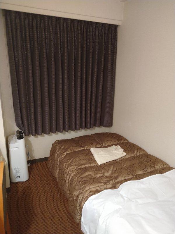 博多グリーンホテル2号館の館内と部屋を写真で紹介-部屋の奥
