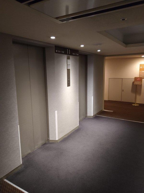 博多グリーンホテル2号館の館内と部屋を写真で紹介-エレベーターホール