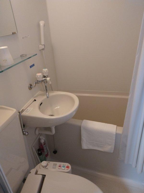 ハカタビジネスホテルの部屋を写真で紹介(バス・トイレ)
