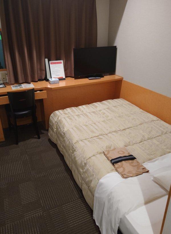 サンライフホテル2・3<博多>の部屋を写真で紹介(部屋の奥)