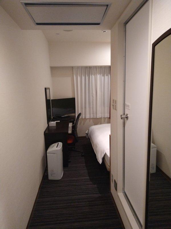 ザ・ビー博多の部屋を写真で紹介(部屋入口からのショット)